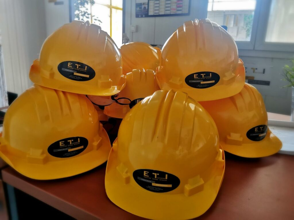 Today we received our new PPE, so that our teams are clearly visible